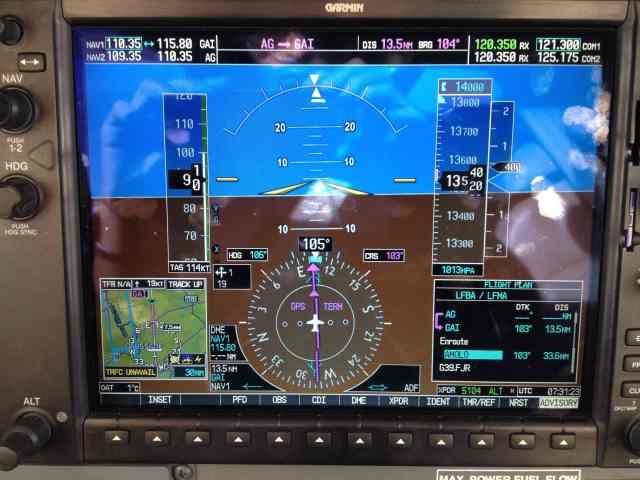 En montée vers le FL140, ISA+15 Taux de montée résiduel: 400ft/min